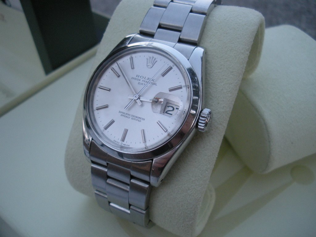 ebf2298461c4 Find a watches and win discount!  Rolex date oyster in Winnipeg